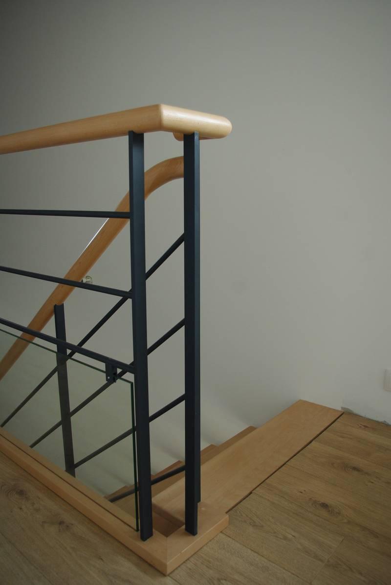Julliot escaliers etrelles 35 conception et pose de l for Maison de l escalier